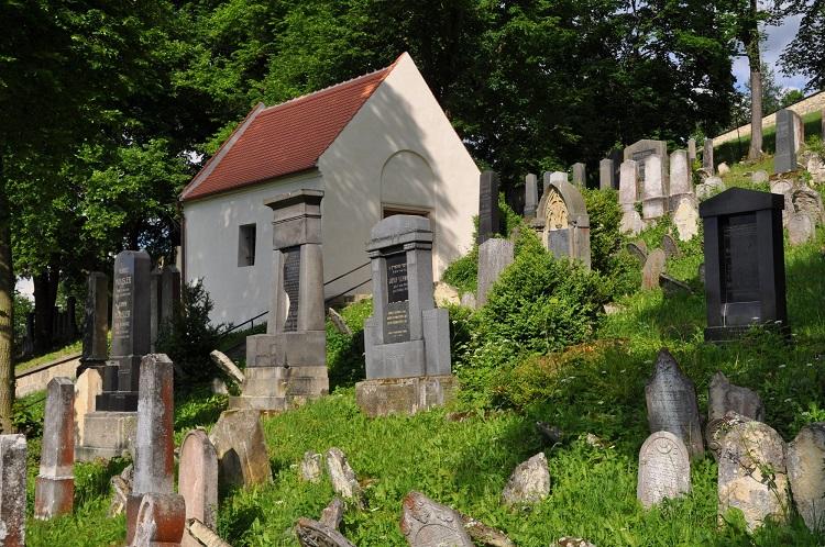 Židovský hřbitov s márnicí